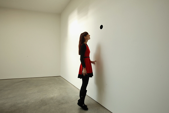 Hole「Press Preview Of Anish Kapoor's Latest Exhibition At The Lisson Gallery」:写真・画像(11)[壁紙.com]