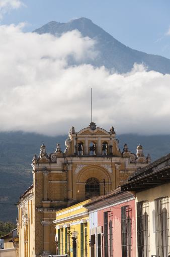 アグア火山「Antigua street scene with Volcan de Agua」:スマホ壁紙(6)