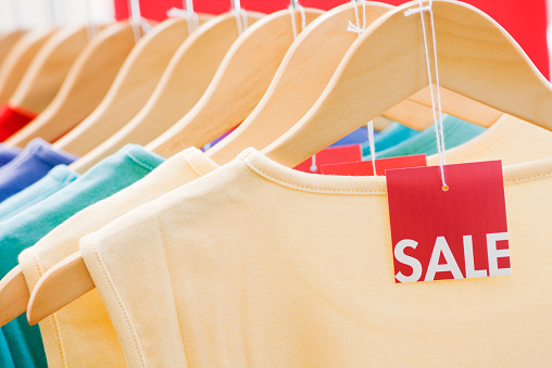 Rack「Clothing with Sale Price Tag Label, Fashion Discount Retail Shopping」:スマホ壁紙(13)