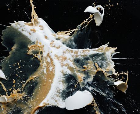 Destruction「Smashed cappuccino cup」:スマホ壁紙(6)