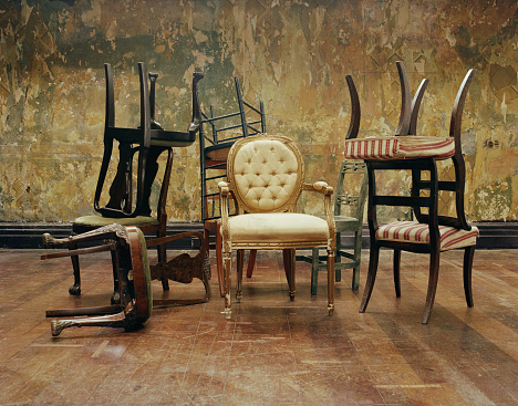 Antique「Assorted antique chairs, indoors」:スマホ壁紙(2)