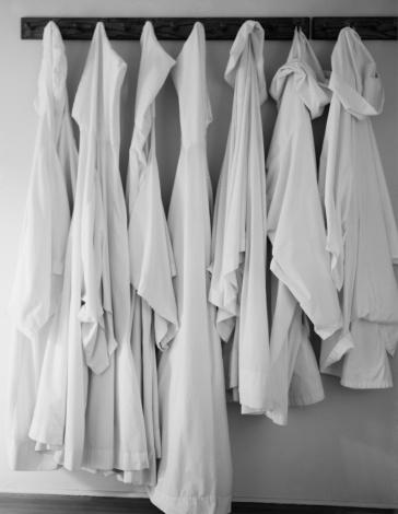 Garment「White linen hanging on rack」:スマホ壁紙(17)
