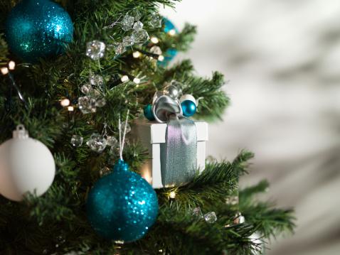 Christmas Decoration「Christmas gift and ornaments on tree」:スマホ壁紙(16)