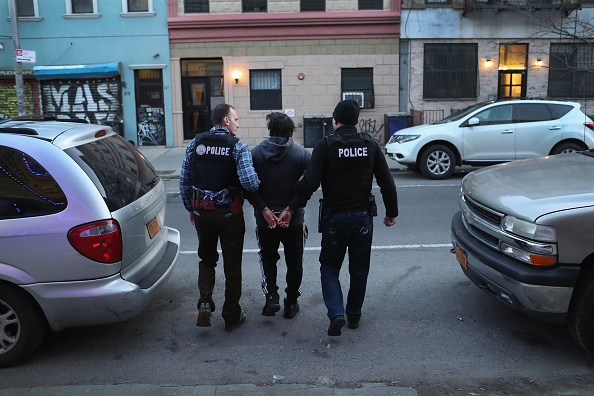 Arrest「ICE Arrests Undocumented Immigrants In NYC」:写真・画像(1)[壁紙.com]