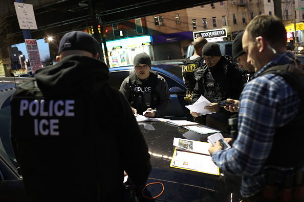 Arrest「ICE Arrests Undocumented Immigrants In NYC」:写真・画像(4)[壁紙.com]