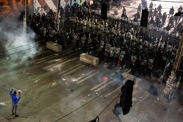Riot Police「Suspect In Custody After Driving Into Protest And Shooting One In Seattle」:写真・画像(0)[壁紙.com]