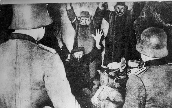 Hiding「Gestapo Arrest」:写真・画像(4)[壁紙.com]