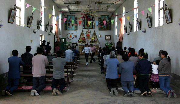 Baoding「Chinese Catholics Attend Early Morning Mass」:写真・画像(11)[壁紙.com]