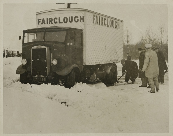 Snowdrift「Lorries And Cars Held Up By Snow Skid」:写真・画像(18)[壁紙.com]
