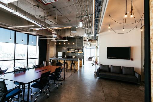 Working「Modern business interior - coworking space」:スマホ壁紙(19)