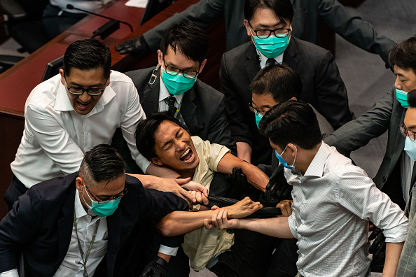 Eddie House「Lawmakers Scuffle In Hong Kong Amid The Coronavirus Pandemic」:写真・画像(19)[壁紙.com]