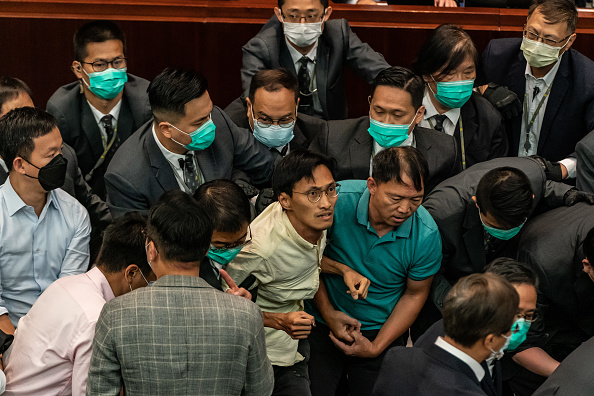 Eddie House「Lawmakers Scuffle In Hong Kong Amid The Coronavirus Pandemic」:写真・画像(18)[壁紙.com]