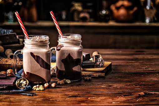 Dessert「Low key chocolate smoothies on a table in a rustic kitchen」:スマホ壁紙(10)