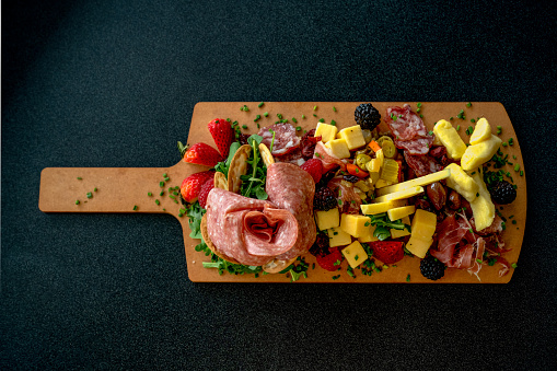 Cutting Board「A Charcutierie Platter Arranged With A Variety Of Meats, Cheeses And Fruit」:スマホ壁紙(2)