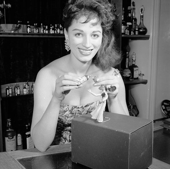 Pouring「Jackie Collins」:写真・画像(7)[壁紙.com]