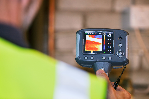 Heat - Temperature「A thermal imaging camera shows heat loss from electrical appliances.」:写真・画像(6)[壁紙.com]