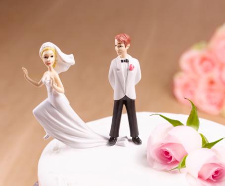 Walking「Escaping Bride on wedding cake」:スマホ壁紙(3)