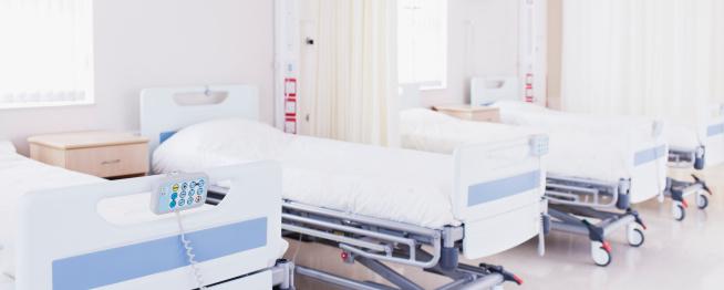 並んでいる「病院のベッドルームでのセッティング前の状態」:スマホ壁紙(12)
