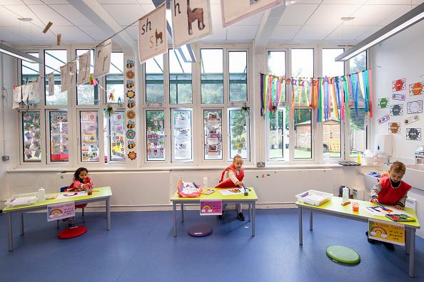 UK「Children Maintain Social Distancing at Earlham Primary School」:写真・画像(19)[壁紙.com]