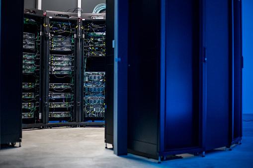 Data Center「Empty Server Room」:スマホ壁紙(16)
