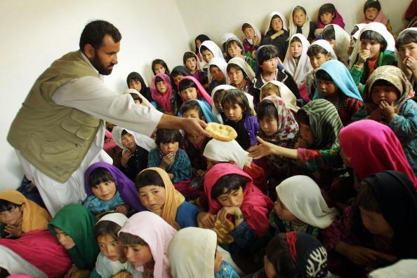Loaf of Bread「Food Aid Distributed in Afghanistan」:写真・画像(15)[壁紙.com]