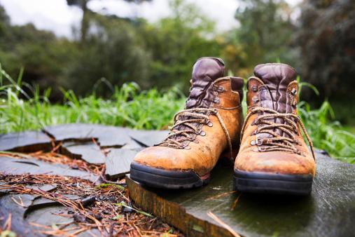 Shoe「Boots in the woods」:スマホ壁紙(8)