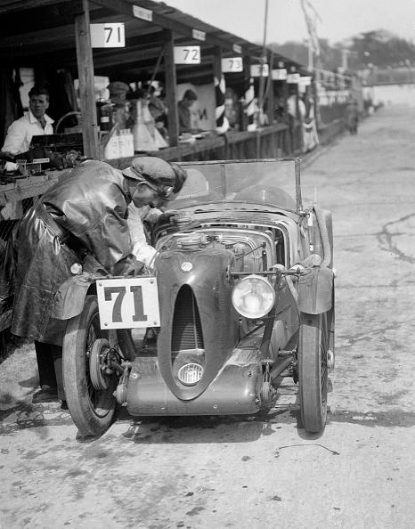 Motorsport「MG C type of Ron Horton and Bill Humphreys in the pits, JCC Double Twelve race, Brooklands, 1931」:写真・画像(10)[壁紙.com]