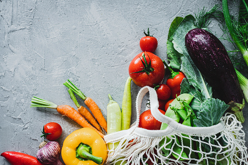 Onion「Fresh vegetables on grey background」:スマホ壁紙(10)