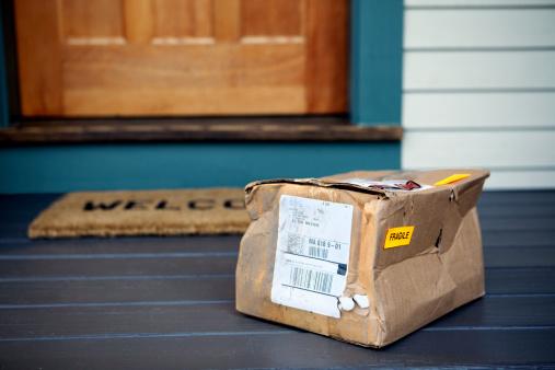 Deterioration「Damaged Package on Porch」:スマホ壁紙(17)