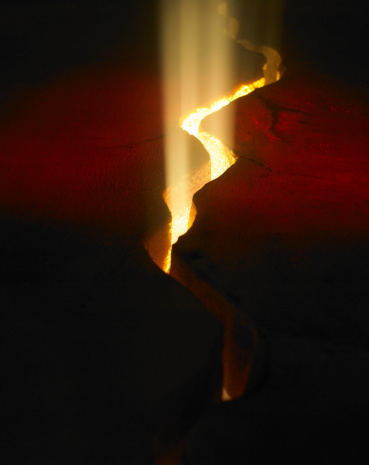 Volcano「Light shining through crack in lava rock, elevated view」:スマホ壁紙(19)