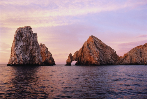Mexico「Mexico,Cabo San Lucas, The Arch rock formation in sea at dawn」:スマホ壁紙(19)