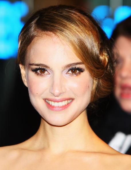 Pink Lipstick「Cinema & Television Benevolent Fund Royal Film Premiere - Arrivals」:写真・画像(15)[壁紙.com]