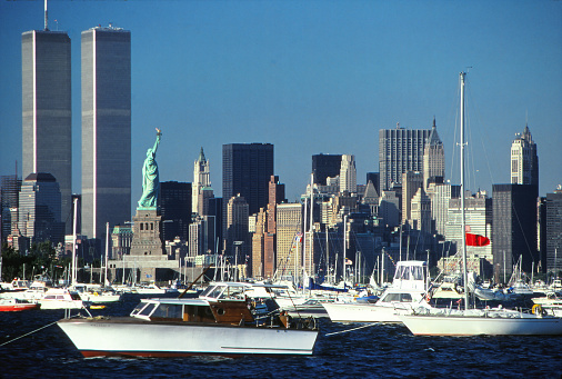 1980-1989「New York Harbor in July 1986 -Manhattan, World Trade Center, Statue of Liberty, yachts and other boats」:スマホ壁紙(11)