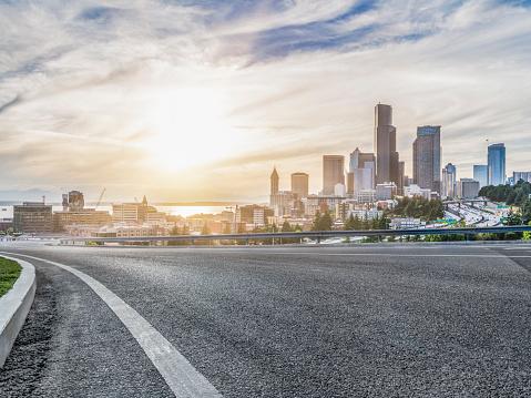 Traffic「empty urban road travel through modern skyscrapers of Seattle」:スマホ壁紙(15)