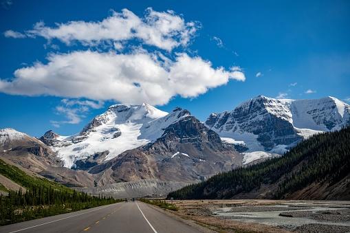アサバスカ山「Road towards Mt Athabasca, Jasper National Park, Alberta, Canada」:スマホ壁紙(13)