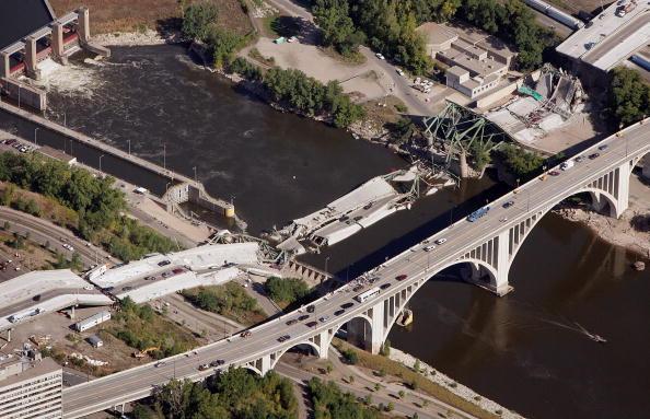 Bridge - Built Structure「Major Freeway Bridge Collapses In Minneapolis During Rush Hour」:写真・画像(17)[壁紙.com]