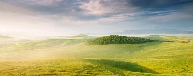Atmospheric Mood「Lush green panoramic landscape of Tuscany」:スマホ壁紙(19)