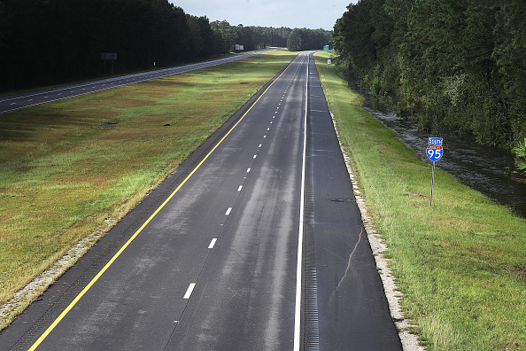 Road「Carolinas' Coast Line Recovers From Hurricane Florence, As Storm Continues To Pour Heavy Rain On The States」:写真・画像(2)[壁紙.com]