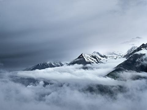 灰色「mountains in Tirol」:スマホ壁紙(17)