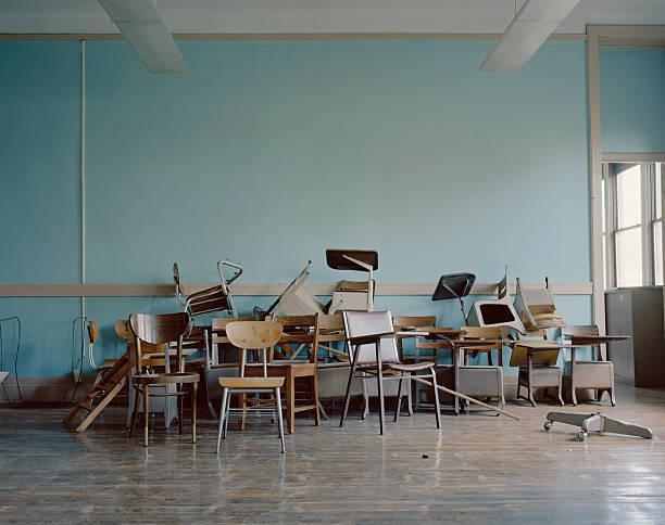 Old, broken chairs in an abandoned school:スマホ壁紙(壁紙.com)