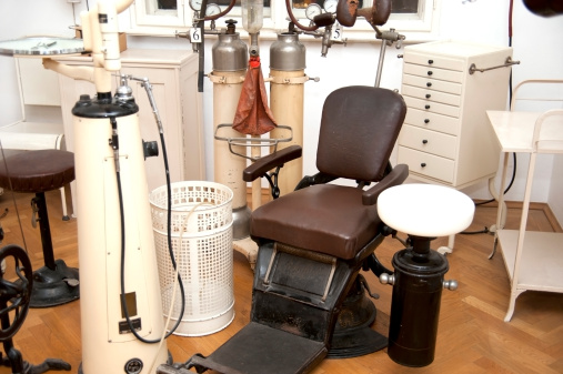 Ancient「old vintage dentist chair」:スマホ壁紙(18)