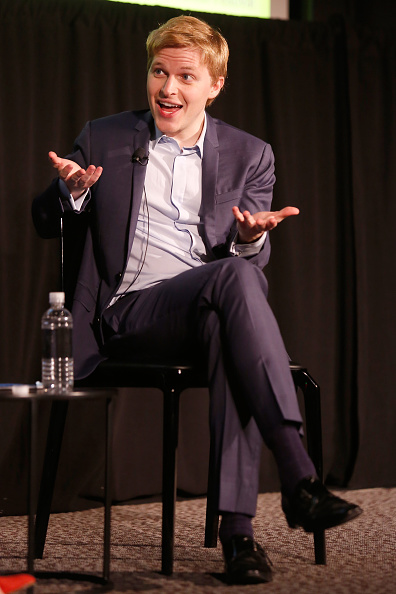 Following - Moving Activity「The 2018 New Yorker Festival - The New Yorker's Ronan Farrow On Reporting In The #MeToo Era, Followed By A Conversation With His Editor Deirdre Foley-Mendelssohn」:写真・画像(15)[壁紙.com]