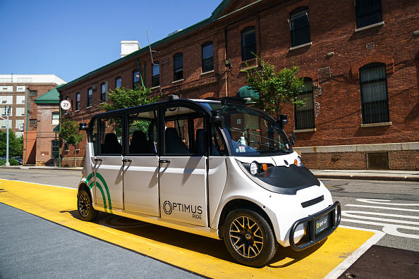 Mode of Transport「NYC Experiments With Autonomous Shuttle On The Grounds Of Brooklyn Navy Yard」:写真・画像(2)[壁紙.com]