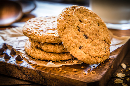 Biscuit「Homemade oatmeal cookies with chocolate chips」:スマホ壁紙(2)
