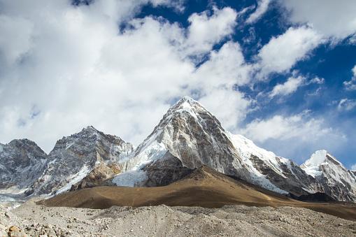 Himalayas「Mount Pumori in Nepal Himalayas」:スマホ壁紙(18)
