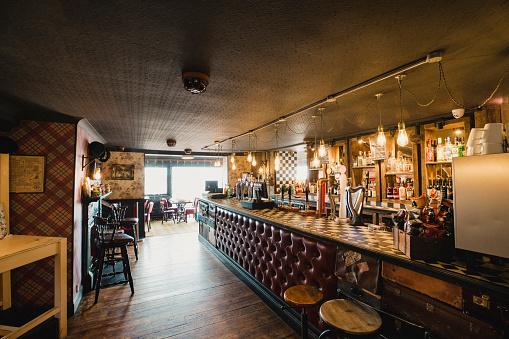 Bar Counter「Homey Bar Interior」:スマホ壁紙(4)