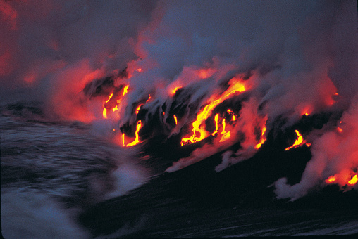 Active Volcano「Molten Lava Stream Reaching the Sea」:スマホ壁紙(19)