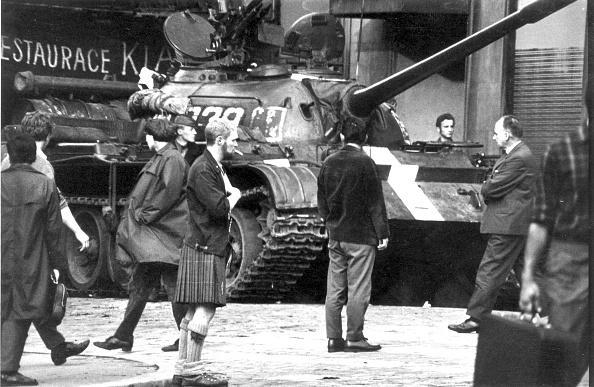 Guarding「Tanks In Prague」:写真・画像(6)[壁紙.com]