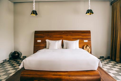 St「Empty bed in modern hotel room」:スマホ壁紙(11)