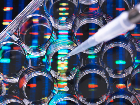 Genetic Research「DNA Research, Samples of DNA in a multi well plate ready for analysis with DNA results in the background」:スマホ壁紙(16)